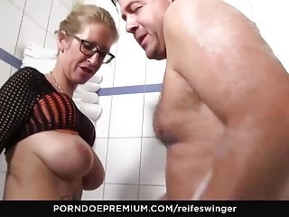 REIFE SWINGER - Busty German blonde fucked hard in the bath