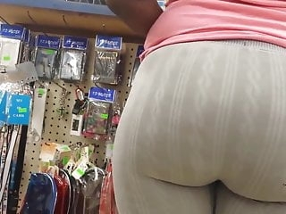 Jumbo Mature Ebony Booty In Leggings Candid