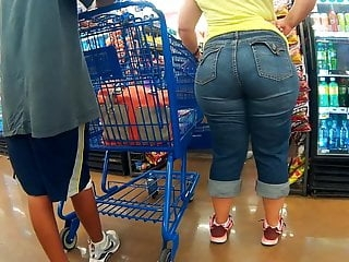 Heavy booty Latina milf pear