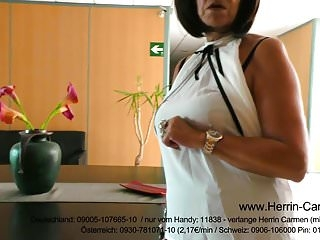 Mature Herrin MILF Domina mit High Heels und Pumps in Leder